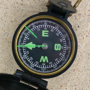 Kompass ist notwendig bei der Standordsuche
